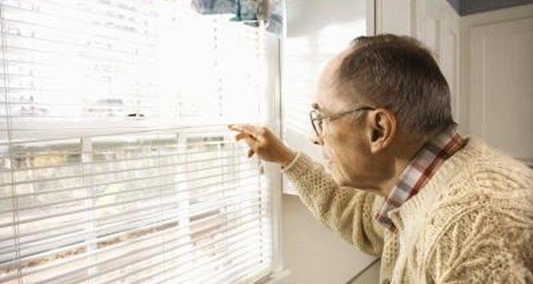 Deshazte de tu vecino entrometido con algunas respuestas cortantes.