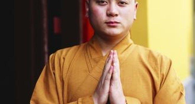 Muchos monjes Shaolin viven en un templo y entrenan Kung Fu todos los días.
