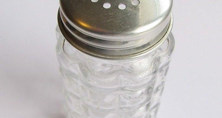 Para preparar um banho de assento pode ser usado sal de cozinha comum sem iodo