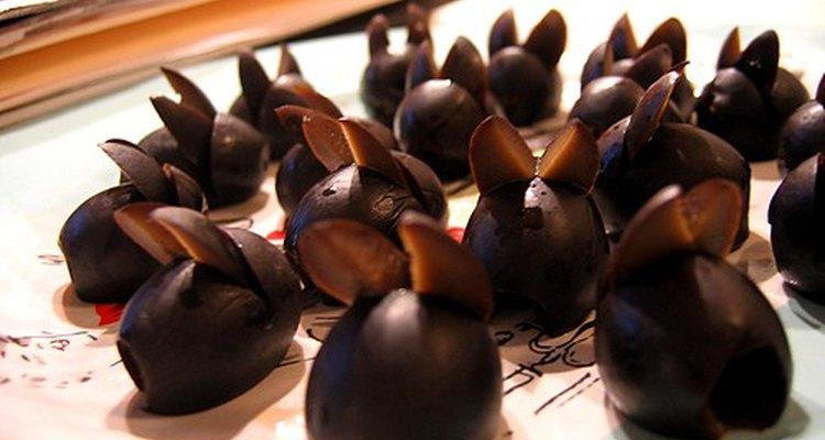 As azeitonas pretas são uma refeição leve, saborosa e do tamanho de uma mordida para os humanos
