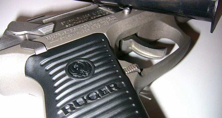 Los casquillos son los cartuchos exteriores de cobre de balas de revólver.