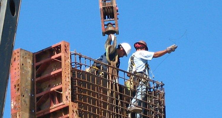 Hay gran cantidad de posiciones en una compañía constructora.