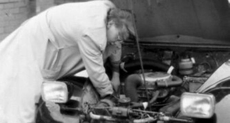 Uma junta do cabeçote queimada muitas vezes obriga o motorista levar o carro ao mecânico e a conta do conserto sai cara