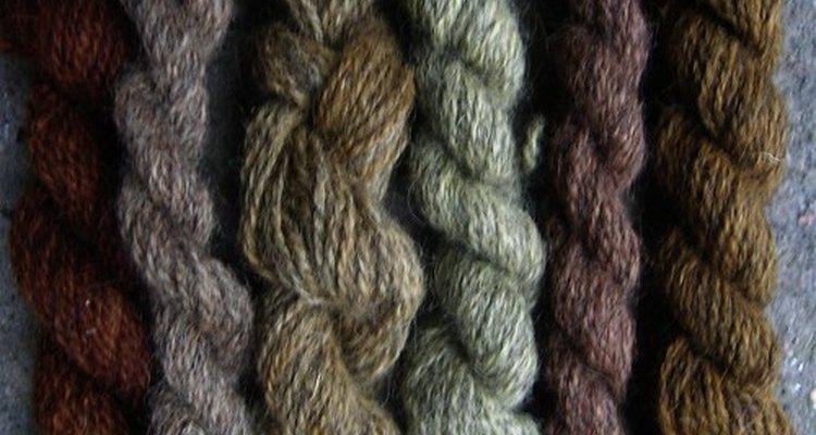 A lanolina é retirada da lã antes dela ser transformada em fios