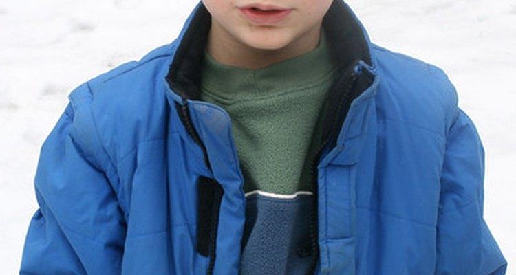Las chaquetas sintéticas delgadas son cálidas y resistentes al agua y al viento.