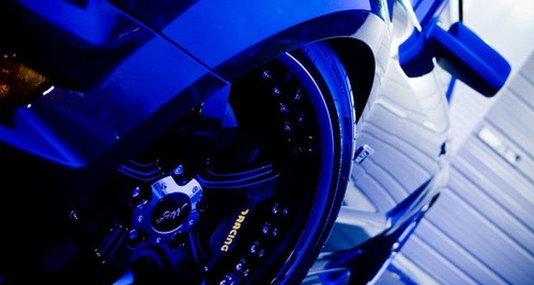 Goodyear aconselha não produtos com base de petróleo para limpar os pneus, pois eles podem acelerar o processo de deterioração do pneu