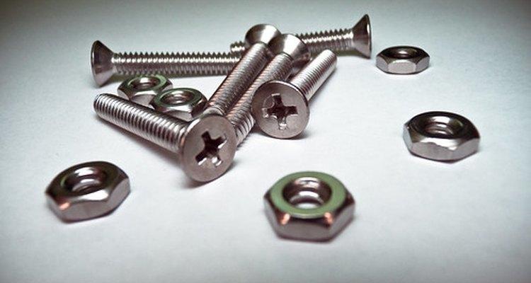 Muitos parafusos e equipamentos de ferragens são magnéticos