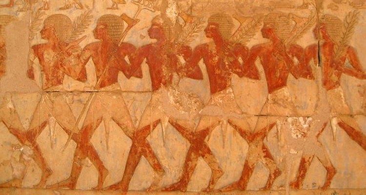 Egipcios usando prendas similares al shendyt.