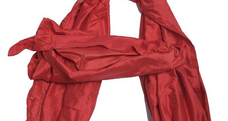 La tela de satén puede ser la base de un vestido formal de línea A.