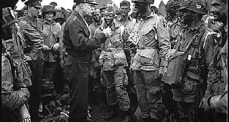 El General Eisenhower le habla a las tropas del ejército antes del día D, en junio de 1944.
