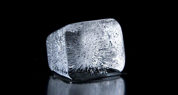 Usada para enfriar una lesión, la compresa fría está hecha o de gel o de ingredientes que crean un efecto de enfriado químico.
