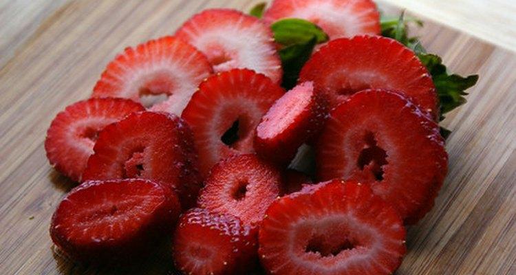 Los padres deben esperar para darle fresas a su hijos hasta que tengan por lo menos 12 meses de edad.