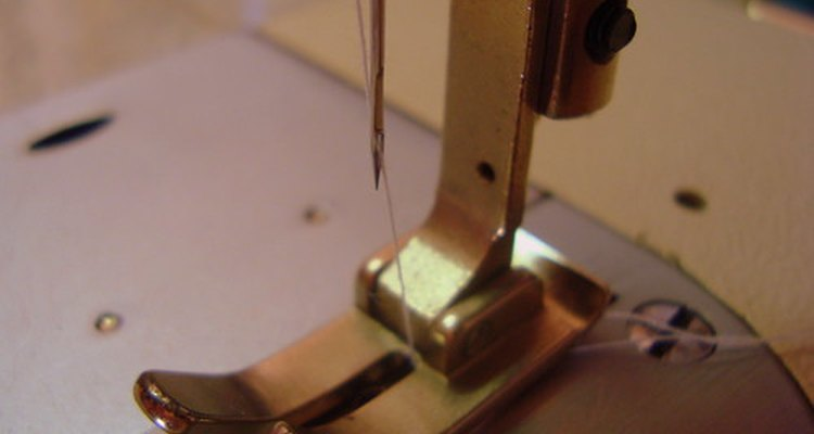 Las máquinas de coser son usadas por costureras y sastres.