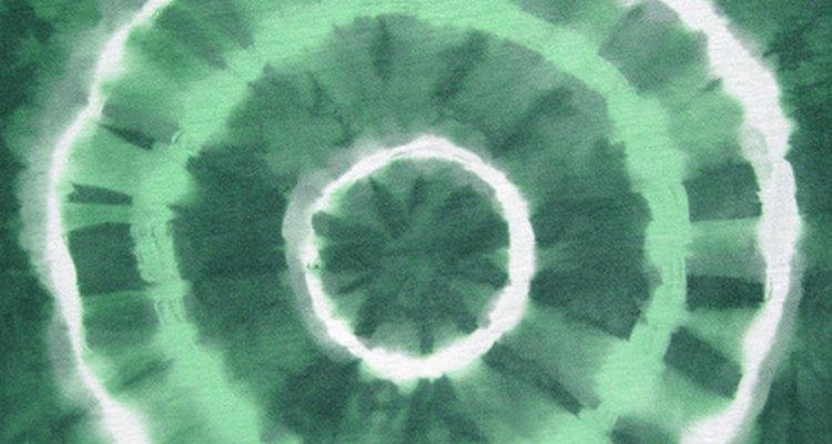 A estampa centro de alvo é comum nas camisas pintadas amarradas
