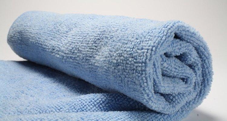 Use uma toalha para impedir que os pés e as mãos escorreguem no tapete
