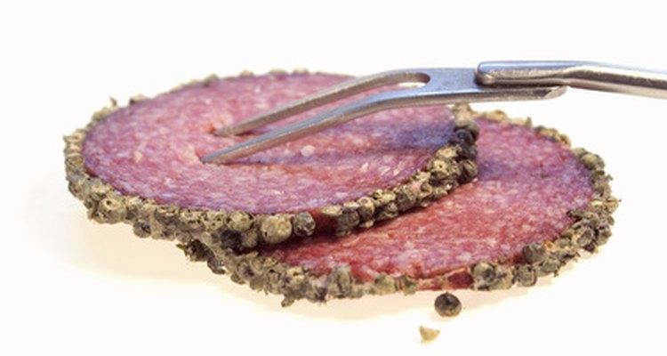 O salame fatiado apresenta uma vida útil mais curta