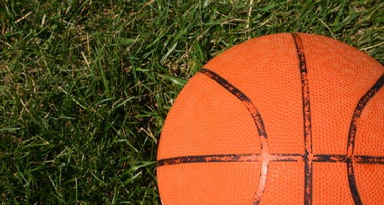 Poucos minutos de aquecimentos podem aguçar as habilidades de um jogador de basquete