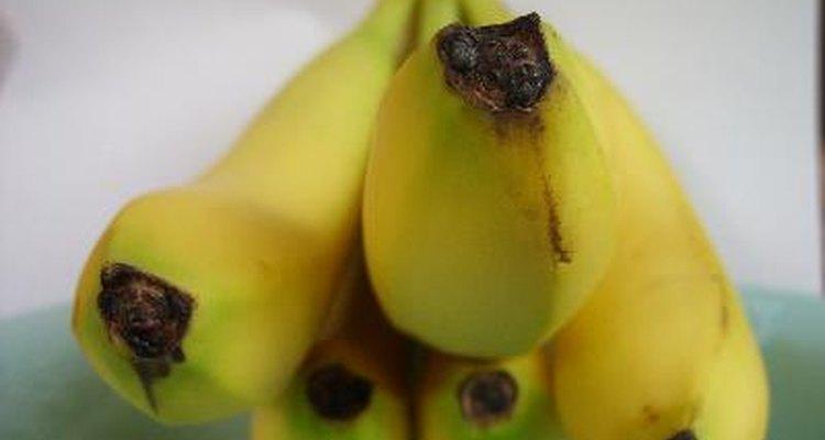 Ponte en forma siguiendo la dieta Paleo y comiendo plátanos.
