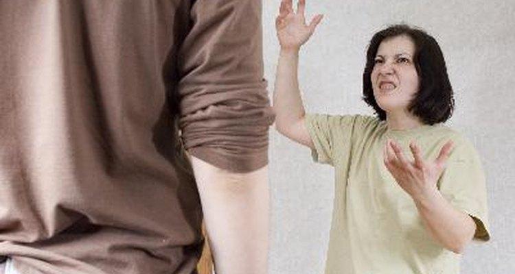 El abuso doméstico no sólo está limitado a ataques físicos a una esposa o compañera.