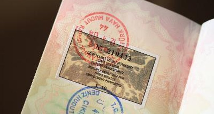 Quienes solicitan una visa de matrimonio tienen que presentar una Declaración Jurada de Apoyo I-864.