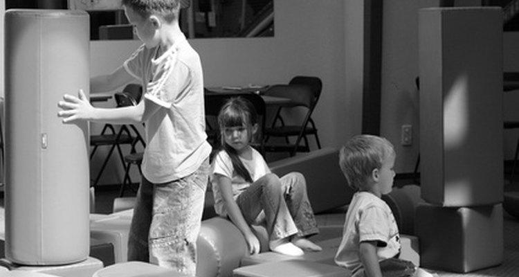 Jogos em locais fechados ajudam crianças pequenas a criar e a usar a imaginação