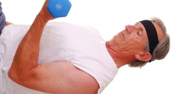 Los desgarros musculares ocurren comúnmente por el el uso excesivo y el ejercicio físico.