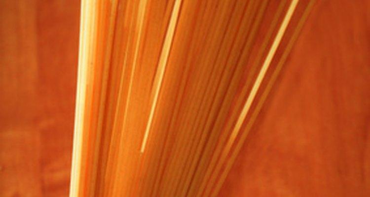 Cocinar espaguetis en el microondas es una alternativa conveniente a la estufa.