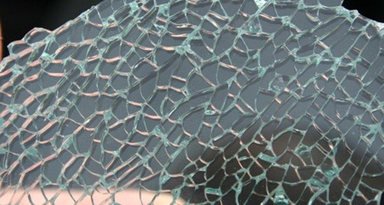 Cubra as janelas quebradas do seu carro com sacos plásticos