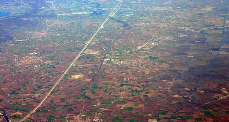 Las carreras en geografía implican la interacción entre la tierra y la gente.
