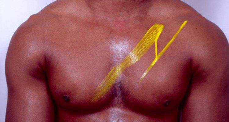 Um supino auxilia a construção do músculo peitoral