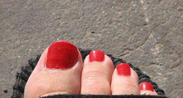 Exprésate con las uñas de los pies pulidas.