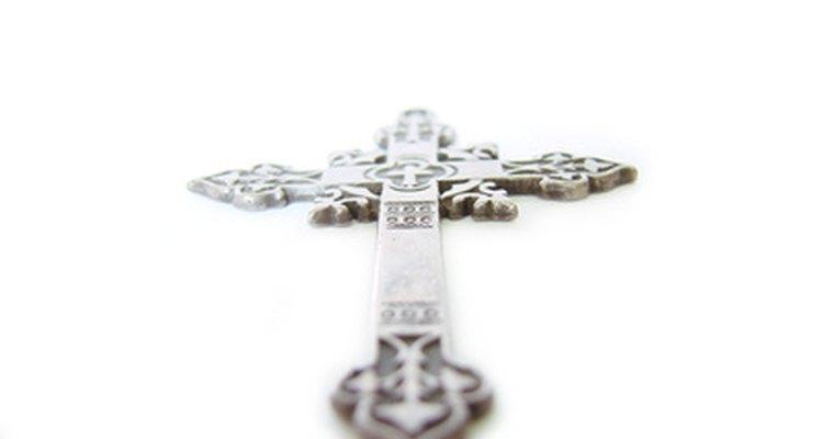 La joyería religiosa puede encontrarse en pendiente, anillos y aros.