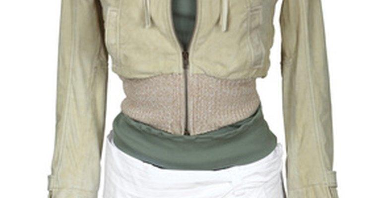 Limpe o colarinho das suas jaquetas de couro para mantê-las como novas