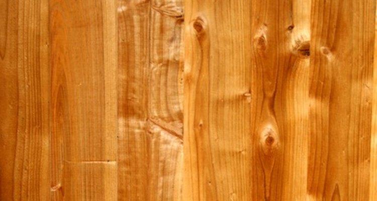 Junte madeiras de ponta a ponta com cola para fazer um painel