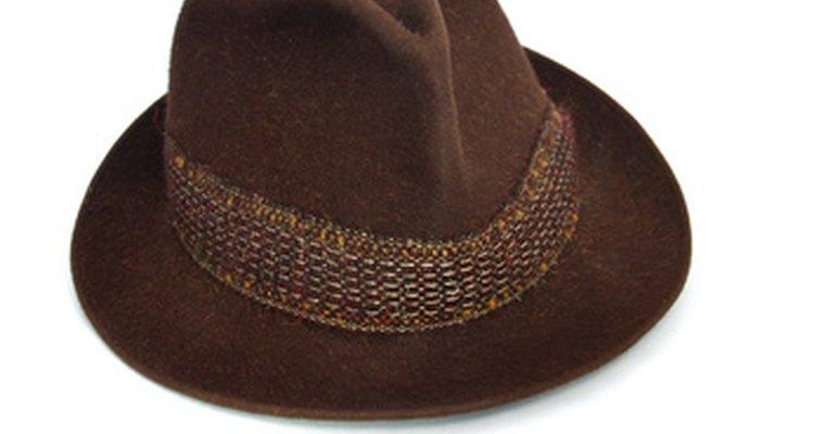 Versátil e durável, o chapéu masculino fedora ficou popular na década de 40
