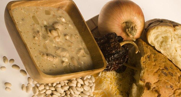 Adcione mais líquido e temperos à sopa para compensar o que foi removido