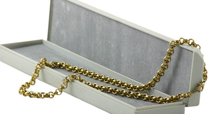 Un collar de cadena de cable es un básico que no puede faltar en ningún armario.