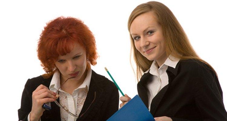 Las habilidades de comunicación son esenciales en los empleos de oficina y secretariales.