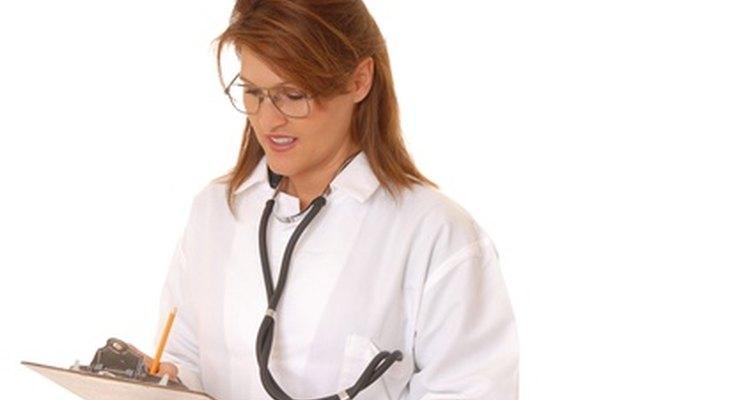 Las enfermeras de nefrología proporcionan atención a pacientes con insuficiencia renal.