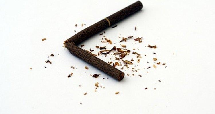 Abandonar el hábito de fumar puede con el tiempo revertir el daño a la piel y los labios y la decoloración.