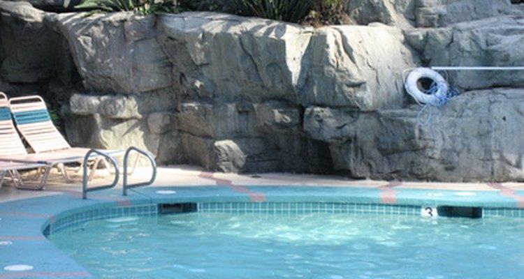 La armadura aumenta la resistencia a las piscinas en tierra.
