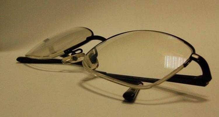 Repara tus anteojos rayados con artículos para el hogar comunes.