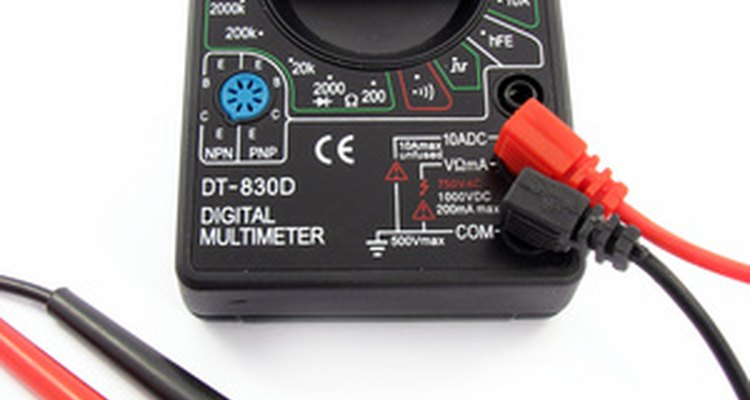 Aprenda como usar um multímetro e verificar se os circuitos elétricos de sua casa estão funcionando corretamente
