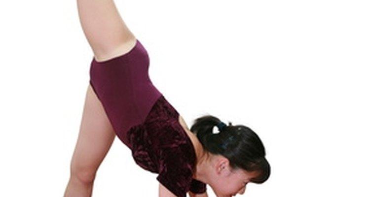 Desmontagem te leva a partir da trave até o chão, concluindo a sua performance