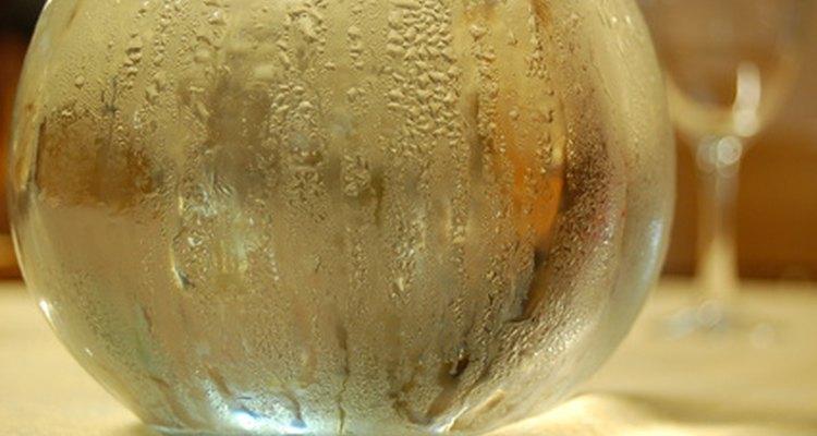 As gotículas se formam quando o vapor condensa na garrafa
