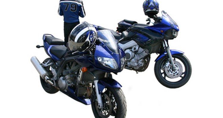 Pequenos danos nos assentos de motocicletas podem ser reparados com um processo simples