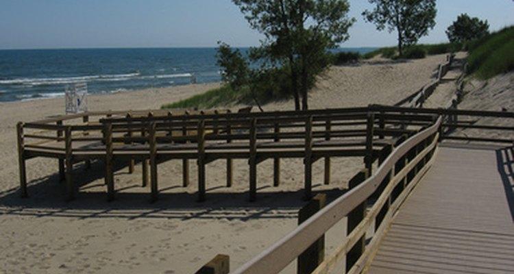Con sus extensas playas de arena y dunas, el paseo del lago Michigan, en el noroeste de Indiana es un área popular para los turistas y campistas.