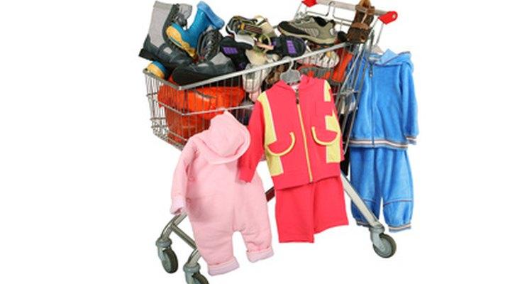 Encontrarás que muchas tiendas están ofreciendo más ropa de niños en tallas extra grandes.