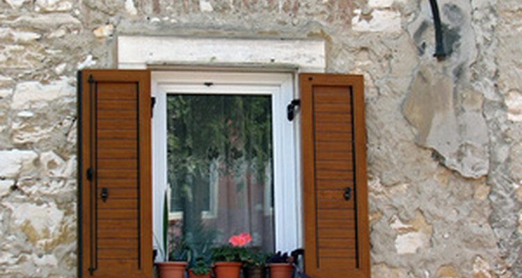 Windows should be mounted according to the age and style of the house.