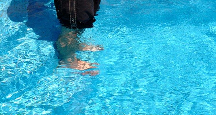 O azulejo de vidro poderá ser colocado no fundo da piscina